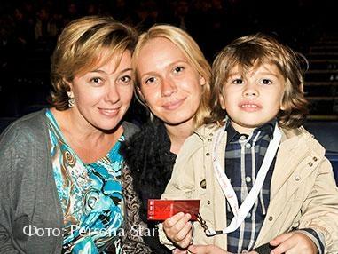 Арина Шарапова с невесткой и внуком