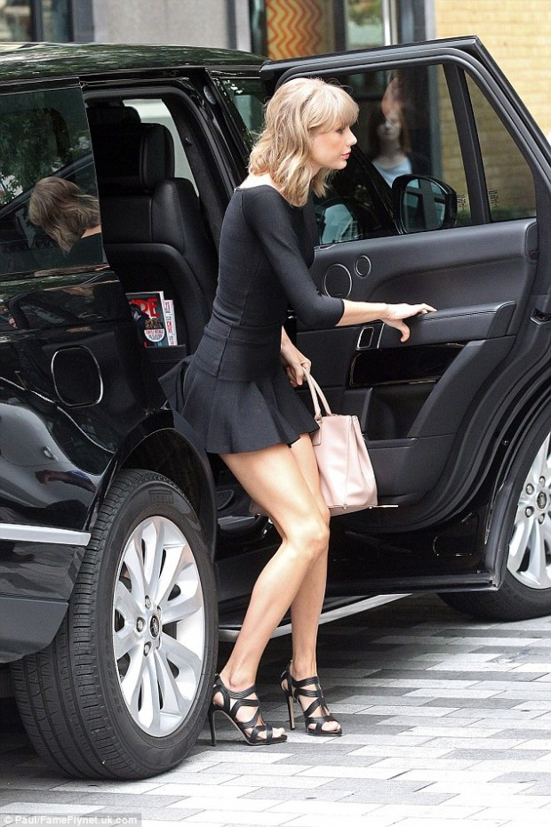 1412031278197_wps_15_Picture_Shows_Taylor_Swif