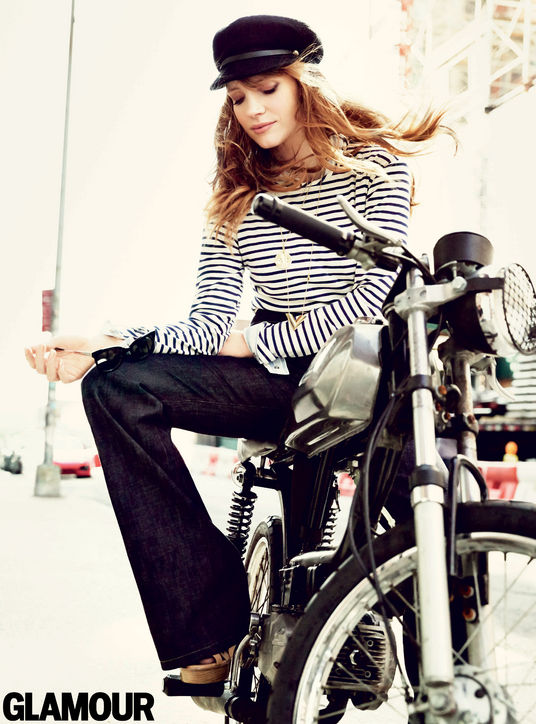 04-jessica-chastain-glamour-cover-bike-h724