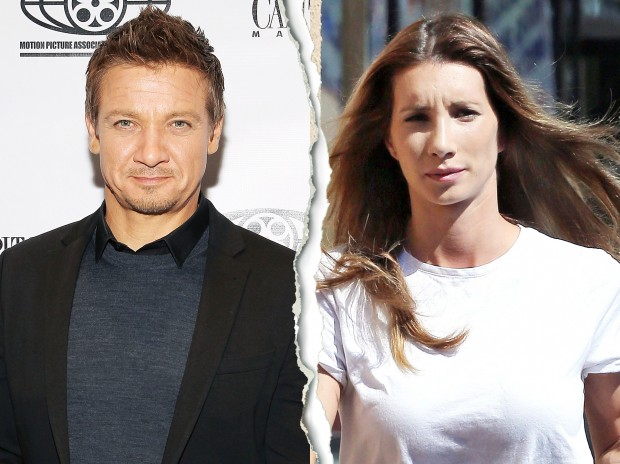 1419955358_jeremy-renner-sonni-pacheco-zoom