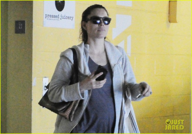 Jessica Biel Shows Off Her Growing Baby Bump