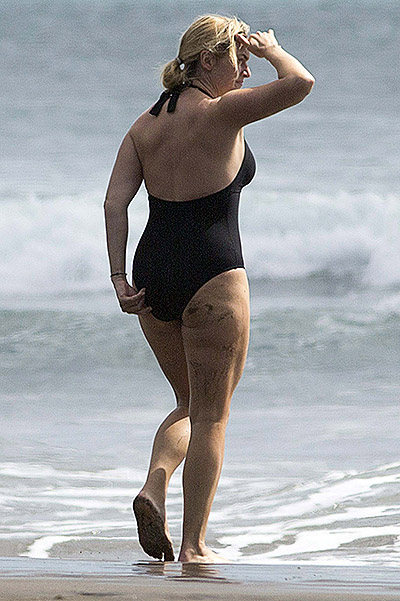 EXCLUSIVE: **PREMIUM RATES APPLY** Kate Winslet goes for a swim on holiday in New Zealand