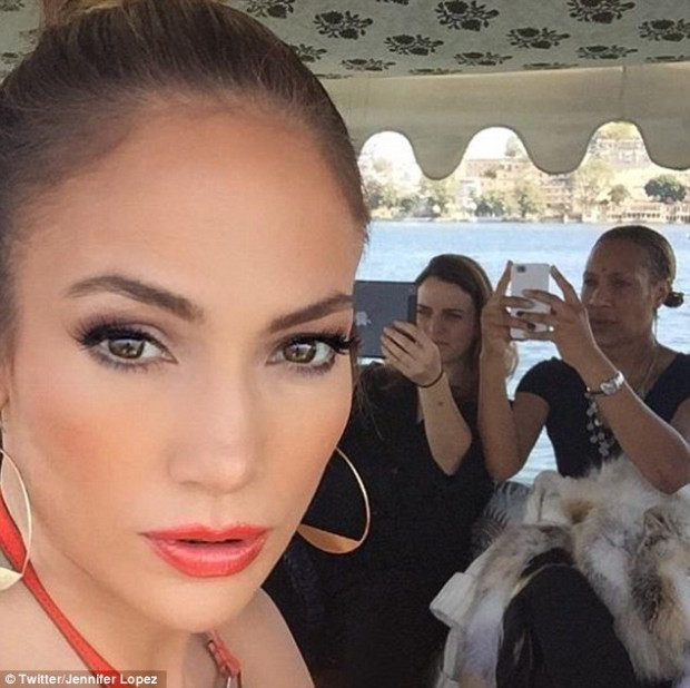 25A23C3100000578-2952115-Selfie_Jennifer_Lopez_appears_to_have_enjoyed_her_first_trip_to_-a-55_1423828852125