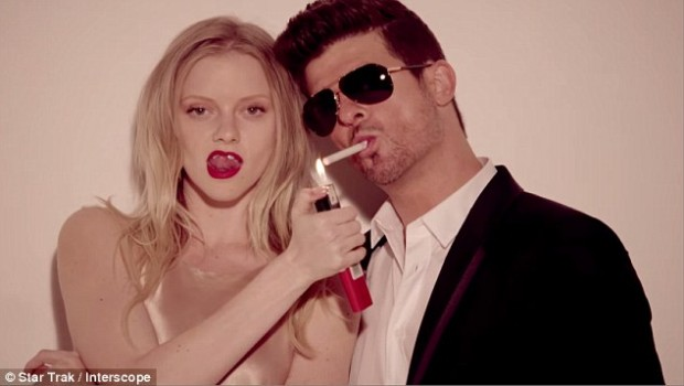 27AD2E6100000578-3044051-Racy_Elle_is_best_known_for_her_appearance_in_Robin_Thicke_s_con-a-47_1429300032538
