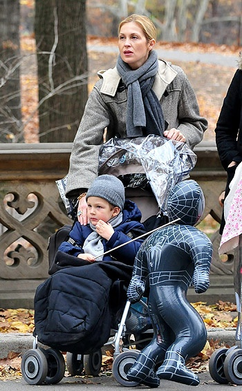Kelly Rutherford and son Hermes at the Thanksgiving Day Parade in NYC