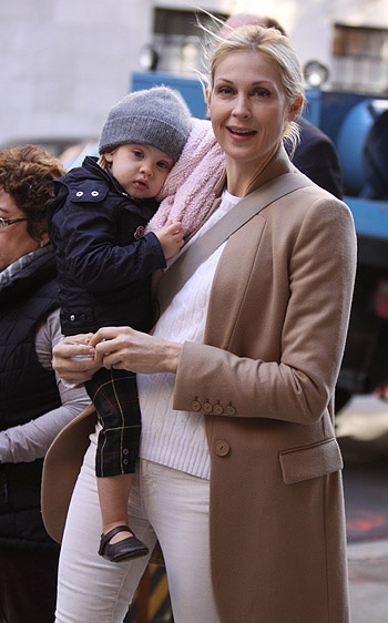 """Kelly Rutherford and her baby daughter Helena at """"Gossip Girl"""" set in NYC"""