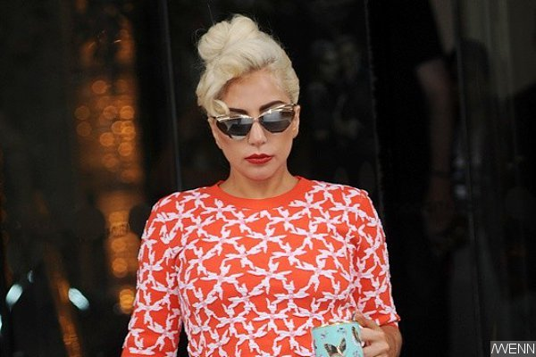 lady-gaga-falls-onstage-while-performing-with-tony-bennett-in-monaco
