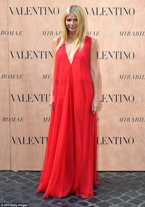 2A62447F00000578-3155674-Red_dy_for_the_show_Gwyneth_Paltrow_led_the_A_list_guests_at_the-a-42_1436490773621