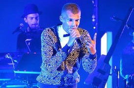 stromae-performs-live-in-concert_4919263