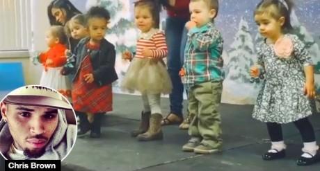 Роялти Браун во время рождественского спекткаля