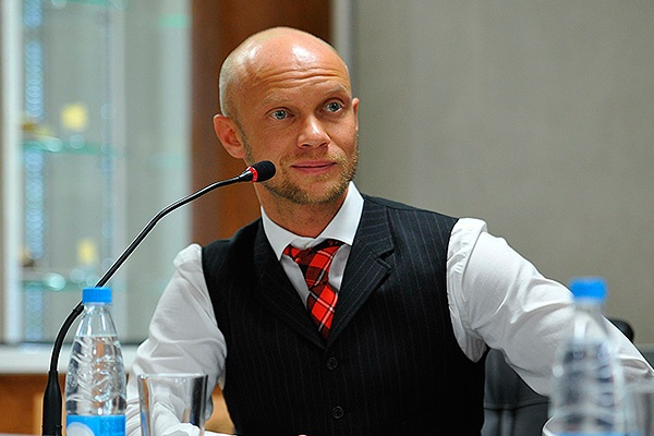 Дмитрий Хрусталев прокомментировал инцидент на дороге