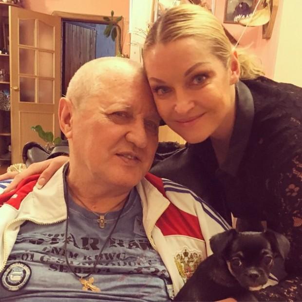 Анастасия Волочкова показала фото с отцом, перенесшим инсульт