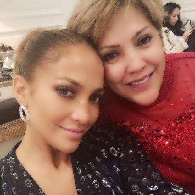 46-летняя Дженнифер Лопес показала миру свою молодую маму