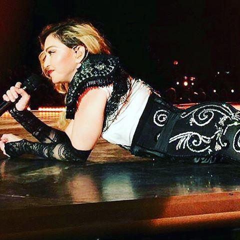 Мадонна опровергла подозрения в пьянстве на сцене