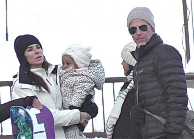 Сандра Баллок впервые показала лицо приемной дочери