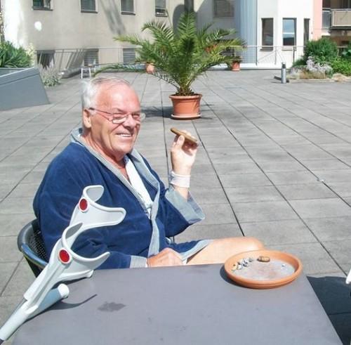 Арнольд Шварценеггер угостит сигарой умирающего онкобольного
