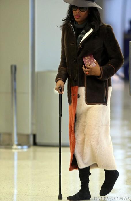 Наоми Кэмпбелл замечена в аэропорту с инвалидной тростью