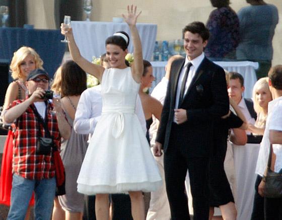 Елизавета Боярская выставила свадебное платье на аукцион
