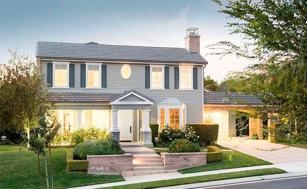 front-house-c1b3f087-e4e4-4986-8cbb-df1458808b9e