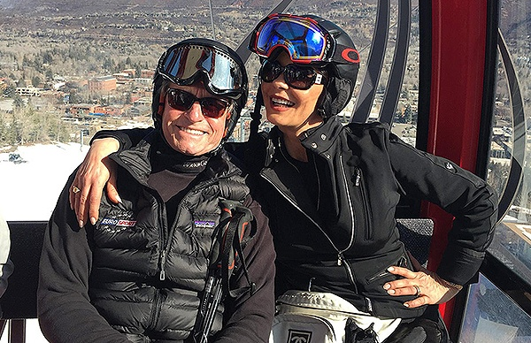 https://www.facebook.com/MichaelDouglasOfficial/photos/pcb.1017338328360983/1017338185027664/?type=3&theater Michael Douglas and Catherine Zeta-Jones on holiday in Aspen Source: Michael Douglas Facebook