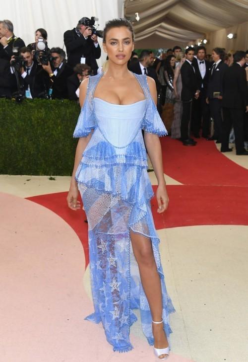 Ирина Шейк в платье из коллекции Givenchy