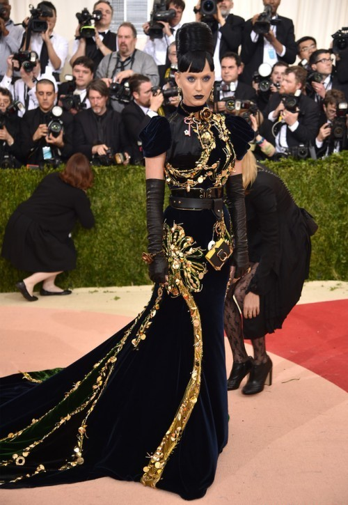Кэти Перри в платье по заказу от Prada