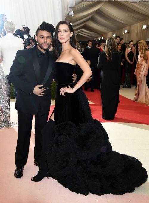 Белла Хадид и The Weeknd. На Белле платье из кутюрной коллекции Givenchy
