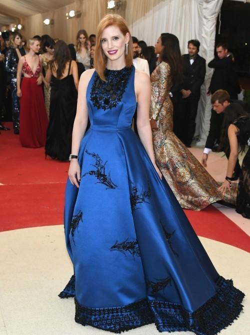 Джессика Честейн в платье по заказу от Prada