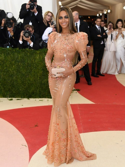 Бейонсе в платье из кутюрной коллекции Givenchy