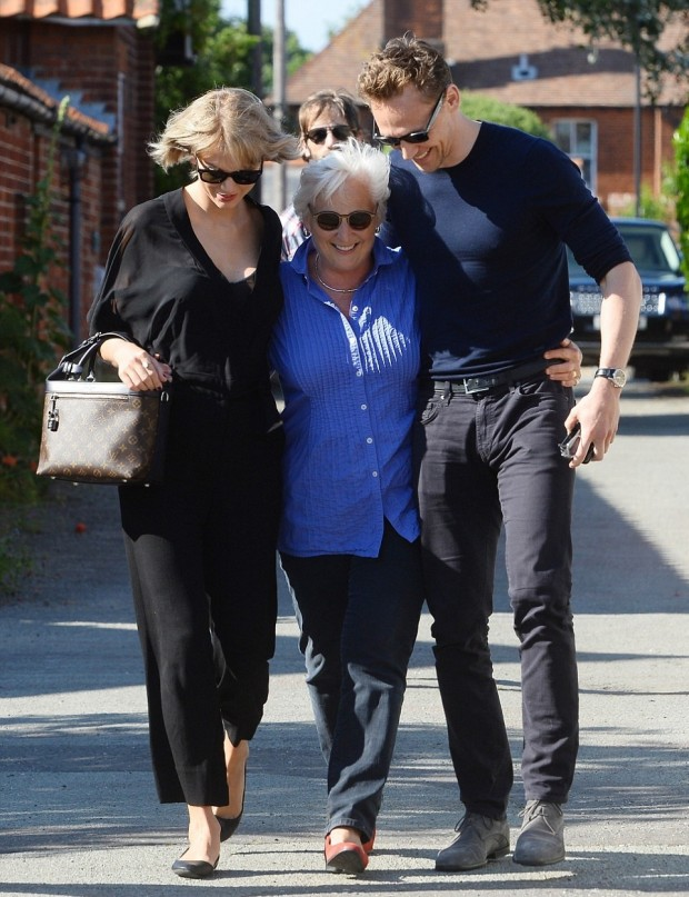 35A4911000000578-3659430-Meet_the_parents_Taylor_Swift_walked_arm_in_arm_with_Tom_Hiddles-a-1_1466876420954