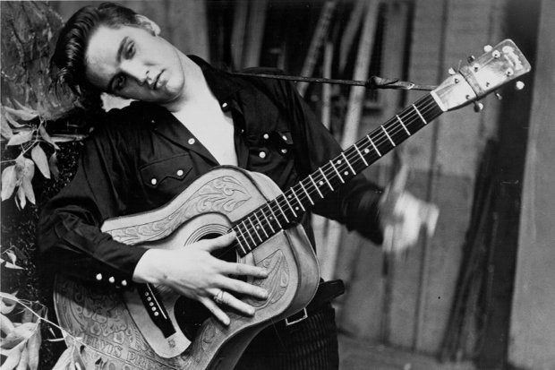 Elvis-Presley-with-acoustic-guitar-565016