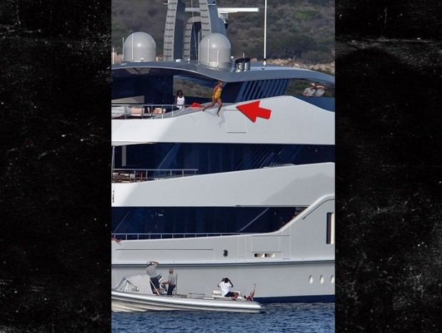 0817-beyonce-jumping-from-boat-akm-gsi-3