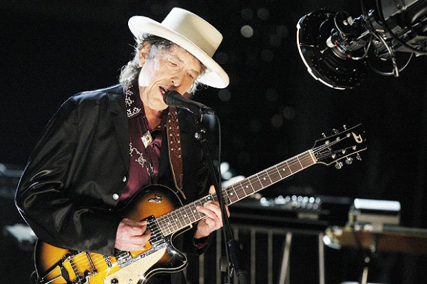 CULVER CITY, CA - JUNE 11:  Musician Bob Dylan Performs onstage during the 37th AFI Life Achievement Award: A Tribute to Michael Douglas at Sony Pictures on June 11, 2009 in Culver City, California.  (Photo by Kevin Winter/Getty Images for AFI)