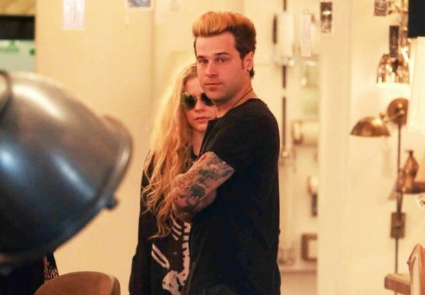 avril-lavigne-and-ryan-cabrera-fuel-dating-rumors-with-pda-filled-dinner