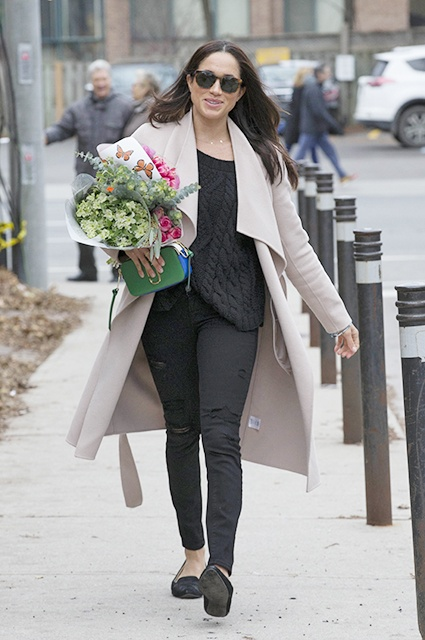 EXCLUSIVE: **PREMIUM EXCLUSIVE RATES APPLY**NO SUBSCRIPTIONS** Meghan Markle is seen shopping for flowers in Toronto