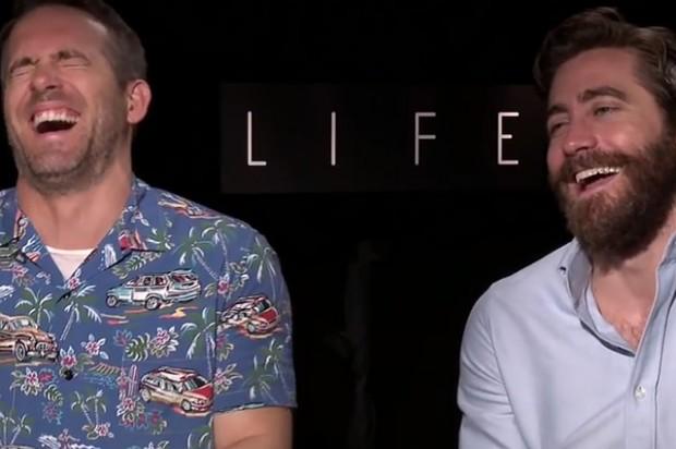 Райан Рейнольдс и Джейк Джилленхол не смогли дать интервью из-за приступа смеха - 1