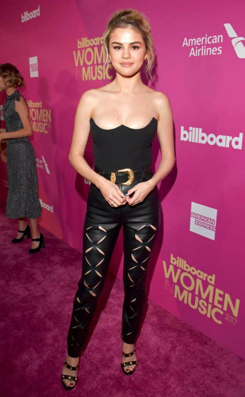 rs_634x1024-171130190838-634.selena-gomez-billboard-women-music.ct.113017[1]