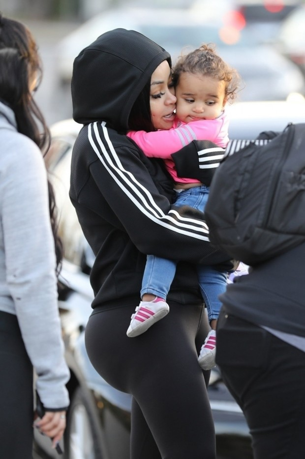 Studio City, CA  - *EXCLUSIVE*  - Blac Chyna can't help but shower her daughter Dream in kisses after a day at the park. Blac took her kids Dream and King to the park with friends, but doesn't let Dream out of her arms as she enjoys the Sunday afternoon outing. Pictured: Blac Chyna BACKGRID USA 21 JANUARY 2018  USA: +1 310 798 9111 / usasales@backgrid.com UK: +44 208 344 2007 / uksales@backgrid.com *UK Clients - Pictures Containing Children Please Pixelate Face Prior To Publication*