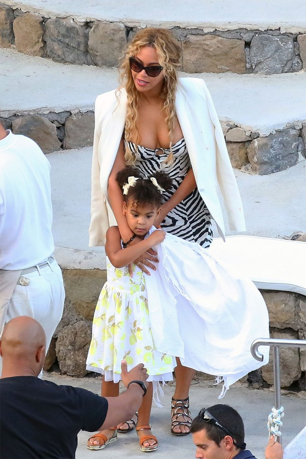 Beyonce, Jay-Z and Blue Ivy enjoy lunch with Kelly Rowland, her husband and some family while aboard a luxury yacht off the Amalfi Coast in Italy. UK RIGHTS ONLY Pictured: Blue Ivy,Beyonce Ref: SPL4125713 110915 NON-EXCLUSIVE Picture by: FameFlynet.uk.com / SplashNews.com Splash News and Pictures Los Angeles: 310-821-2666 New York: 212-619-2666 London: +44 (0)20 7644 7656 Berlin: +49 175 3764 166 photodesk@splashnews.com World Rights