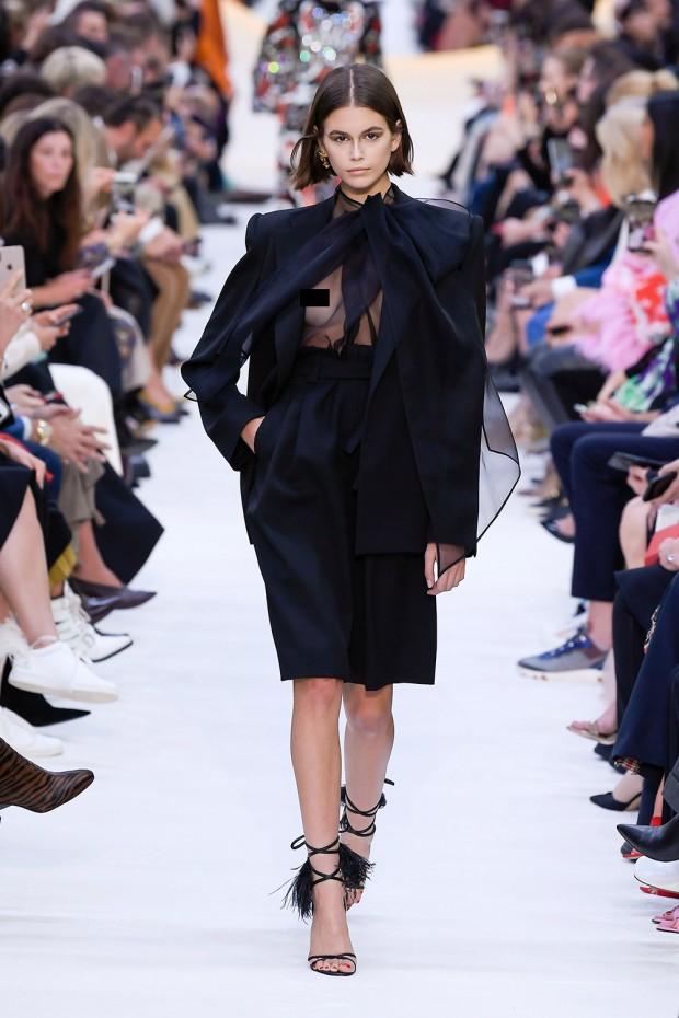 Mandatory Credit: Photo by WWD/Shutterstock (10429089b) Kaia Gerber on the catwalk Valentino show, Runway, Spring Summer 2020, Paris Fashion Week, France - 29 Sep 2019