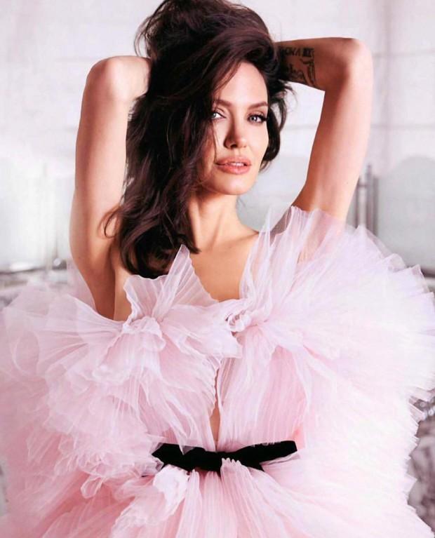 Анджелина Джоли1