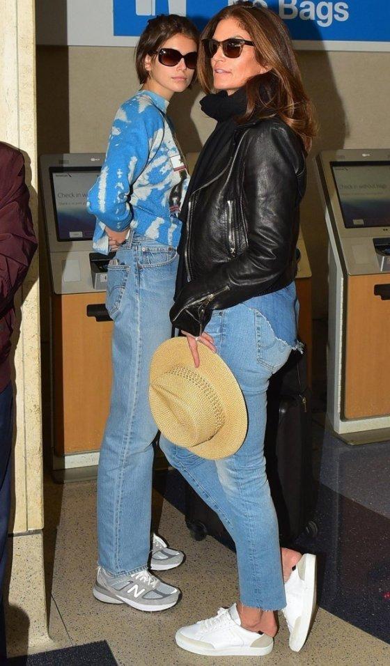 Синди Кроуфорд и Кайя Гербер были замечены в международном аэропорту Лос-Анджелеса - 1