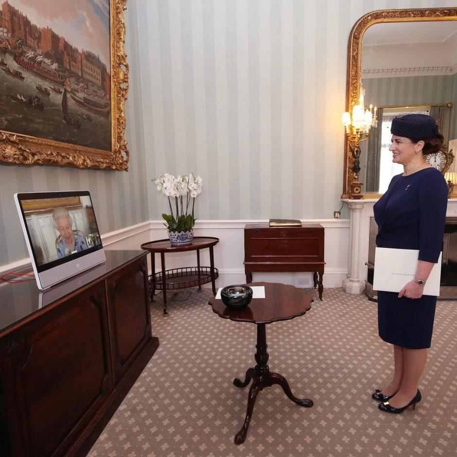 Королева Елизавета приступила к королевским обязанностям - 2