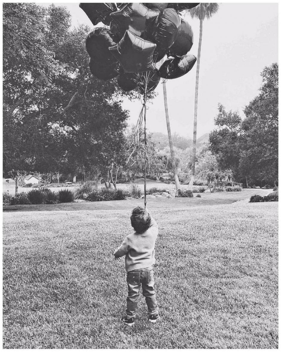 Меган Маркл и принц Гарри опубликовали фото сына Арчи, которому 6 мая исполнилось 2 года - 1
