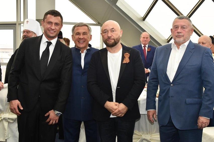 Павел Прилучный появился на праздновании Дня Победы в компании с Мирославой Карпович - 2