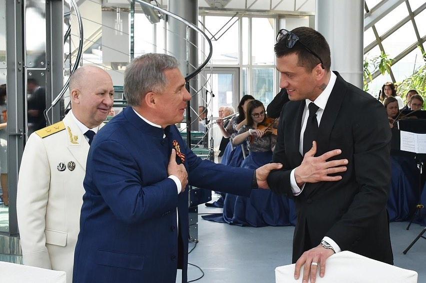 Павел Прилучный появился на праздновании Дня Победы в компании с Мирославой Карпович - 1