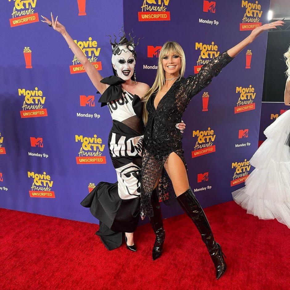 Хайди Клум в прозрачном платье в сеточку церемонии вручения награды MTV Movie & TV Awards 2021 года - 2