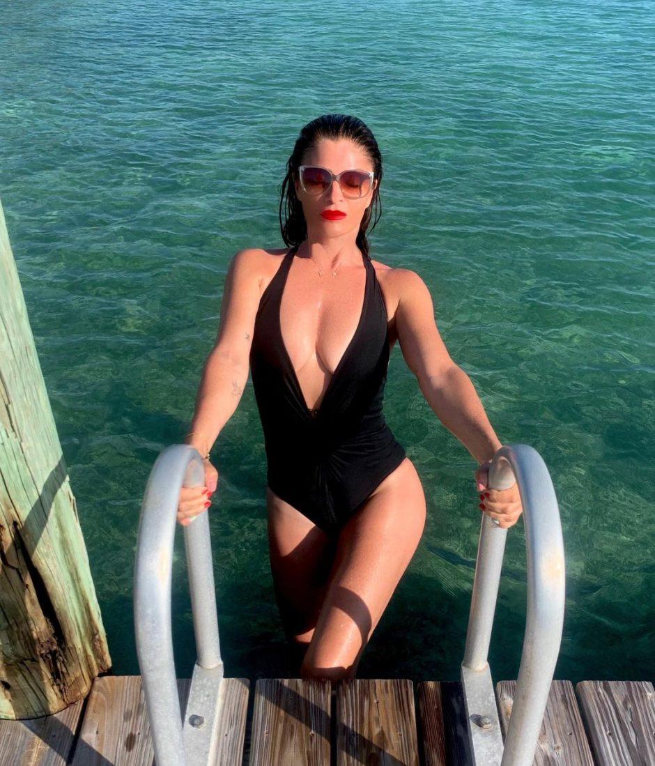 Самая узнаваемая модель 1990-х Хелена Кристенсен воссоздала свой легендарный образ - 3
