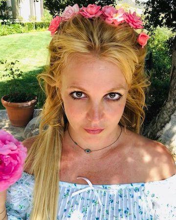 Бритни Спирс поделилась воспоминаниями о своем детстве, написав пост в социальной сети Instagram - 1