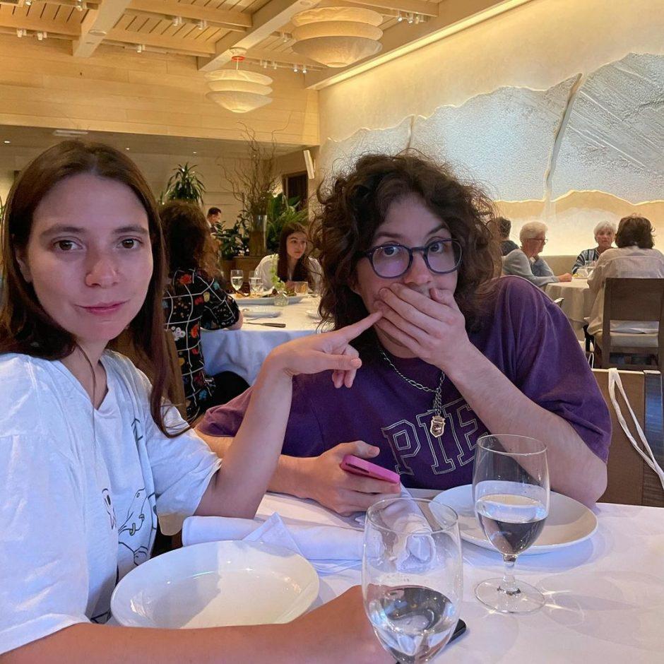 Сводные брат с сестрой, дети рок-музыканта Мика Джагера на отдыхе в Лос-Анджелесе - 5